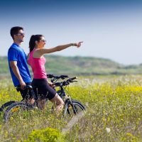 happy-young-couple-bike-ride-countryside_1301-6095
